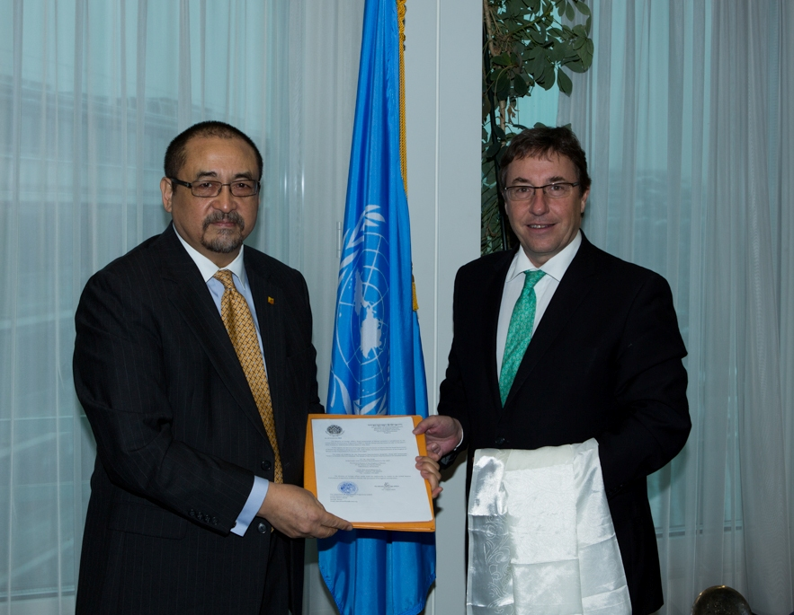 photo-1-presentation-of-credentials-to-unep1